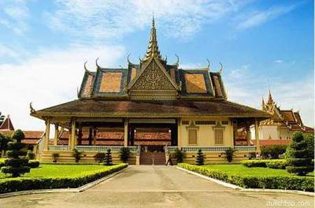 Kham pha ve trang le cua cung dien hoang gia Campuchia - Anh 5