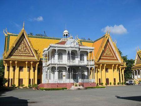 Kham pha ve trang le cua cung dien hoang gia Campuchia - Anh 6