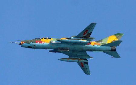 Nhung hung than canh cup canh xoe (5): Su-22 cua Viet Nam - Anh 1