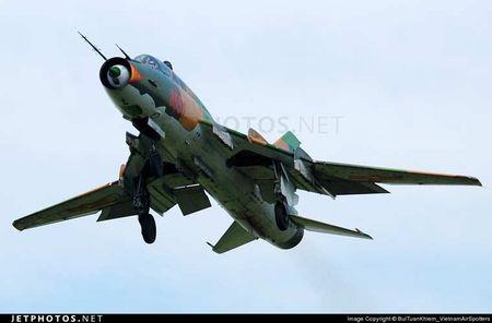 Nhung hung than canh cup canh xoe (5): Su-22 cua Viet Nam - Anh 7