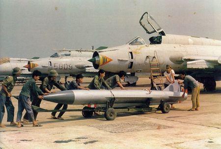 Nhung hung than canh cup canh xoe (5): Su-22 cua Viet Nam - Anh 8