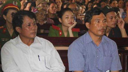 Khai tru Dang nguyen Chu tich UBND va cong chuc tai chinh - ke toan xa - Anh 1