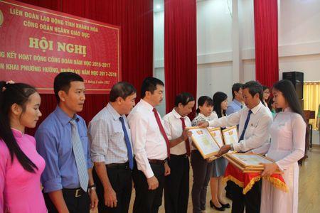 Cong doan GD - DT Khanh Hoa khen thuong 132 tap the, ca nhan - Anh 1