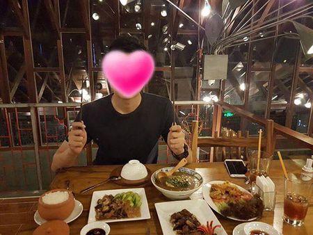 Tieu Chau Nhu Quynh lan dau khoe anh tinh cam ben ban trai giau mat - Anh 3