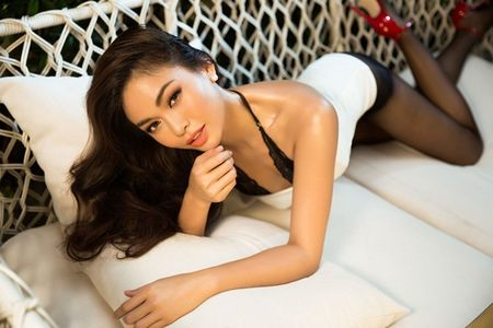Mau Thuy sexy 'dot mat' nguoi nhin truoc ngay thi Miss Universe Vietnam 2017 - Anh 1