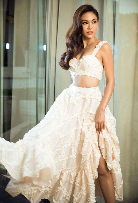 Mau Thuy sexy 'dot mat' nguoi nhin truoc ngay thi Miss Universe Vietnam 2017 - Anh 2