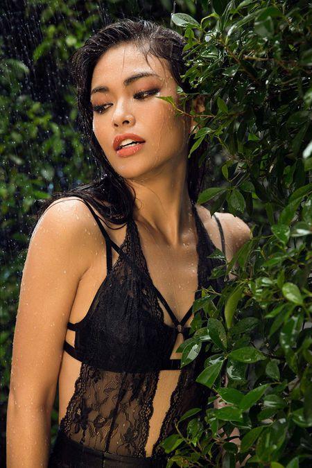 Mau Thuy sexy 'dot mat' nguoi nhin truoc ngay thi Miss Universe Vietnam 2017 - Anh 6