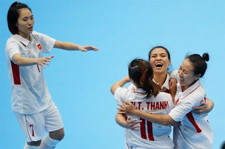 Tuyen Futsal nu Viet Nam gianh tron 3 diem - Anh 2