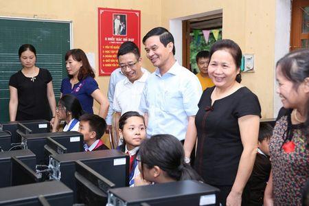 CMC tang 40 dan may tinh cho diem truong bi lu quet tai Yen Bai - Anh 1