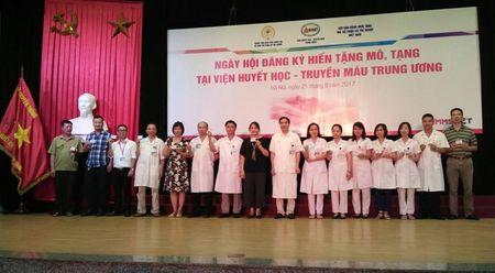 Vien Huyet hoc va Truyen mau Trung uong: 465 bac si dang ky hien tang - Anh 1