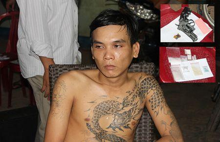 Kiem tra hanh chinh, phat hien kho 'hang nong' cung ma tuy - Anh 1