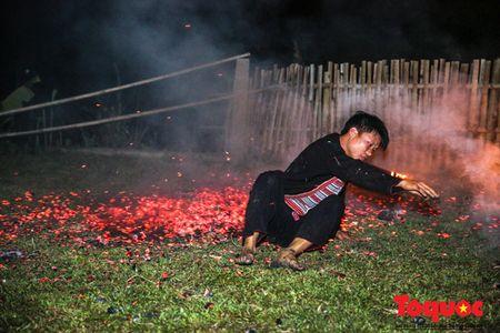 Tim hieu tuc nhay lua cua nguoi Dao - Ha Giang - Anh 11