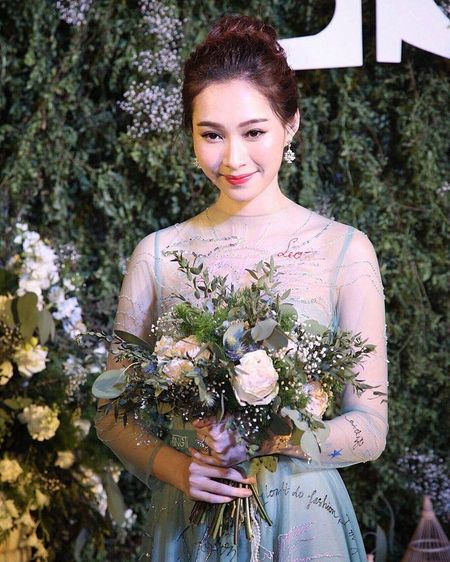 HH Thu Thao chuong vay mong nhu suong, bao sao hoa 'nu than' - Anh 10