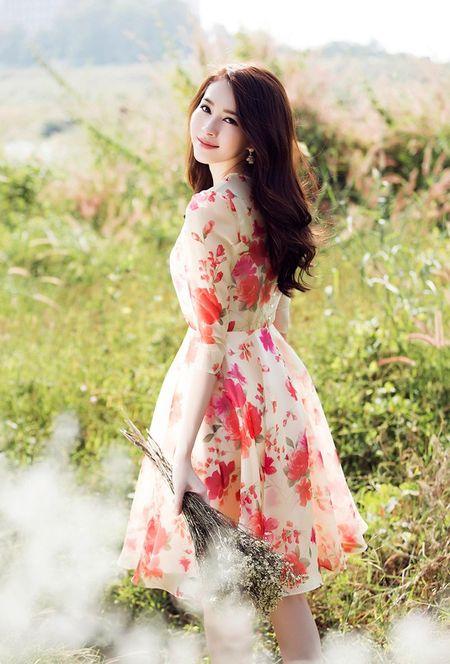 HH Thu Thao chuong vay mong nhu suong, bao sao hoa 'nu than' - Anh 1