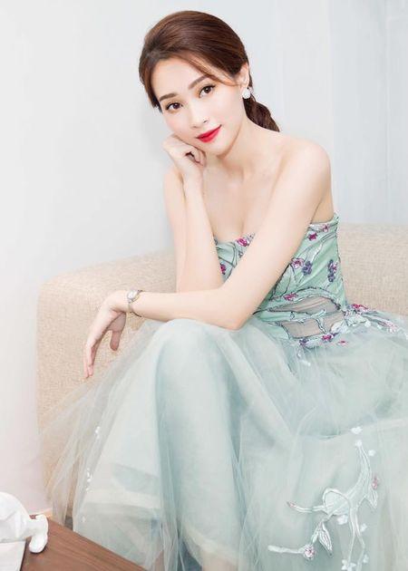 HH Thu Thao chuong vay mong nhu suong, bao sao hoa 'nu than' - Anh 2