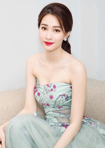 HH Thu Thao chuong vay mong nhu suong, bao sao hoa 'nu than' - Anh 3