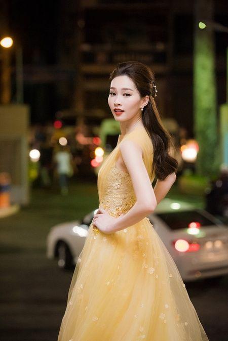 HH Thu Thao chuong vay mong nhu suong, bao sao hoa 'nu than' - Anh 4