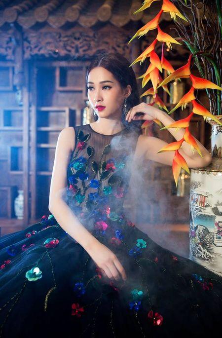 HH Thu Thao chuong vay mong nhu suong, bao sao hoa 'nu than' - Anh 7