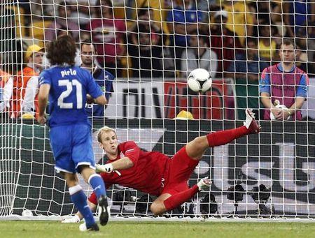 Goc Azzurri: Nhung chien binh La Ma trong tran chung ket EURO 2012 nay o dau? - Anh 1