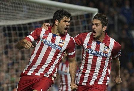 Diego Costa 'xuong nuoc', xach xe den san tap Chelsea - Anh 10