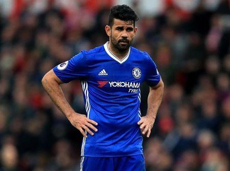 Diego Costa 'xuong nuoc', xach xe den san tap Chelsea - Anh 9