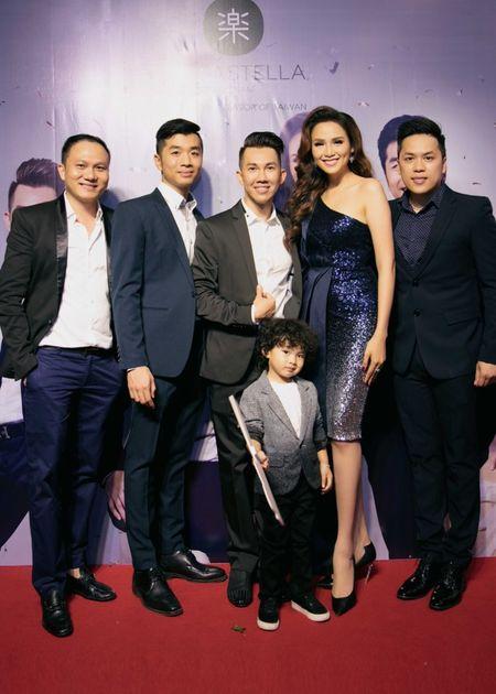 Ong xa va con trai thap tung Diem Huong di su kien - Anh 7