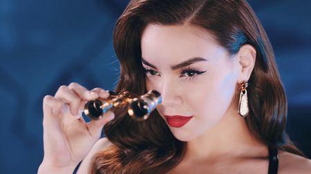 Ly do Ha Ho nhan hat mo man chung ket 'Vietnam's Next Top Model' - Anh 2