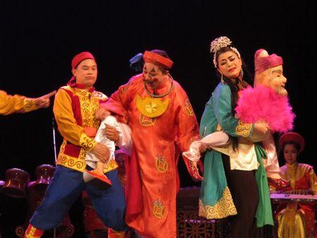 Khai truong hoat dong tham quan Nha hat Lon Ha Noi - Anh 8