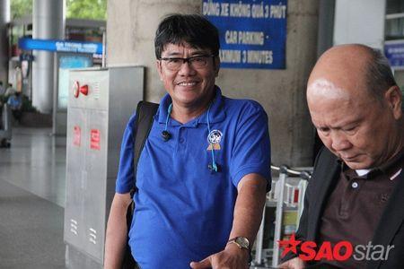 DOC QUYEN San bay Tan Son Nhat vang bong co dong vien trong ngay doi tuyen ve nuoc - Anh 7