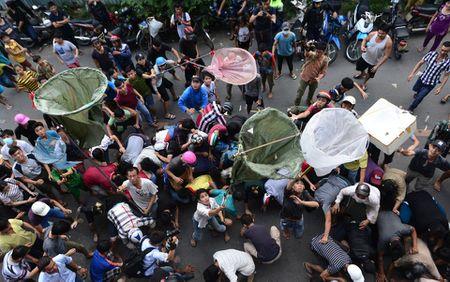 Nhung 'vong hon song' mang vot di giat tien le cung ram thang 7 nao loan pho Sai Gon - Anh 10
