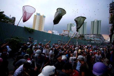 Nhung 'vong hon song' mang vot di giat tien le cung ram thang 7 nao loan pho Sai Gon - Anh 5