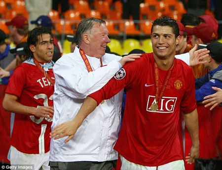 Sir Alex tri can benh yeu duoi cua Ronaldo nhu the nao? - Anh 1