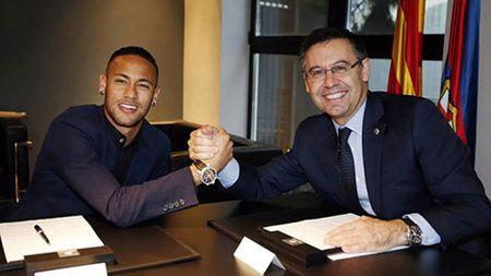 Neymar dap tra Bartomeu, goi Chu tich Barca la 'tro dua' - Anh 2
