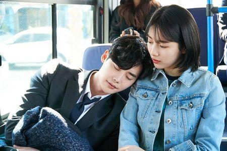 Lee Min Ho di nghia vu quan su, ban gai lien 'khoa moi' trai la - Anh 1