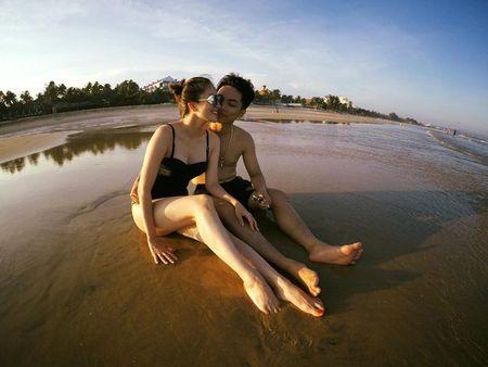 Khanh Thi dien bikini 'muot mat', hon dam say chong tre Phan Hien - Anh 4