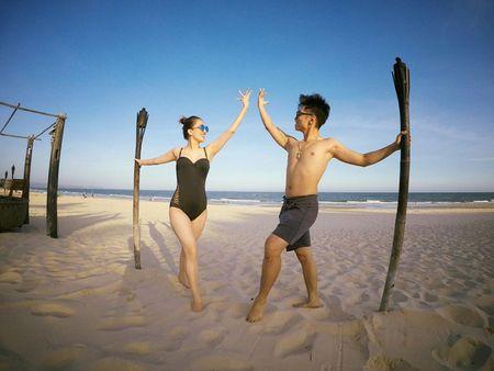 Khanh Thi dien bikini 'muot mat', hon dam say chong tre Phan Hien - Anh 7