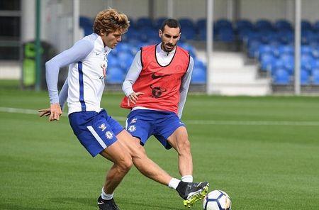 Hazard & Morata tro lai, san tap Chelsea ron rang - Anh 4