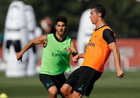 Ronaldo doi dau Asensio khi tro lai Real Madrid - Anh 2