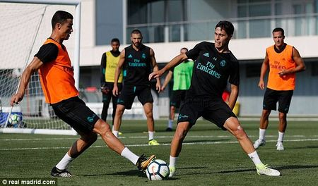 Ronaldo doi dau Asensio khi tro lai Real Madrid - Anh 5