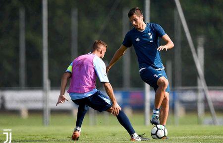 Juventus miet mai dau tap chuan bi cho man tro lai Serie A - Anh 6