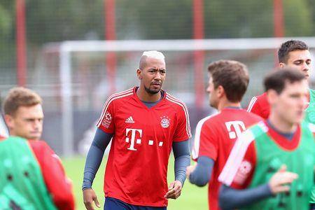 Vien binh khung xuat hien tren san tap Bayern - Anh 3
