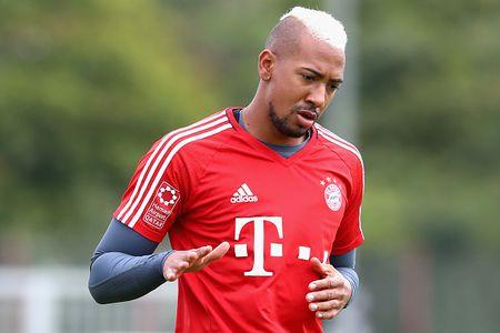 Vien binh khung xuat hien tren san tap Bayern - Anh 4