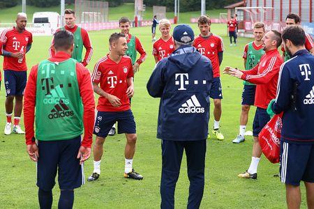 Vien binh khung xuat hien tren san tap Bayern - Anh 5