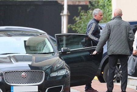 Mourinho tro lai dai ban doanh Man Utd - Anh 1