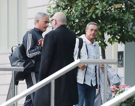 Mourinho tro lai dai ban doanh Man Utd - Anh 4