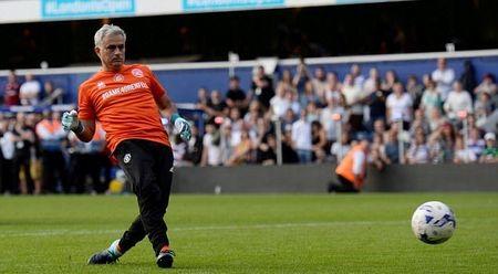 Mourinho tro lai dai ban doanh Man Utd - Anh 6