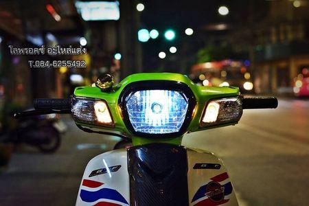 Honda Super Cub 110 'mau me' voi do choi hang hieu - Anh 2
