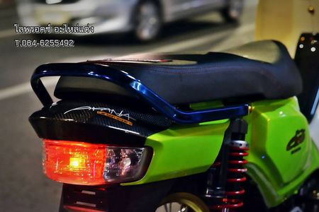 Honda Super Cub 110 'mau me' voi do choi hang hieu - Anh 4