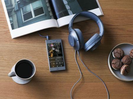 Da co the dat mua Sony Xperia XZ1, gia 16 trieu dong - Anh 1