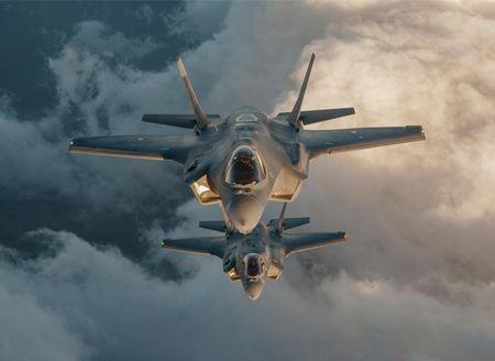 Hai quan Anh trien khai F-35 cho tau san bay moi nhat - Anh 3